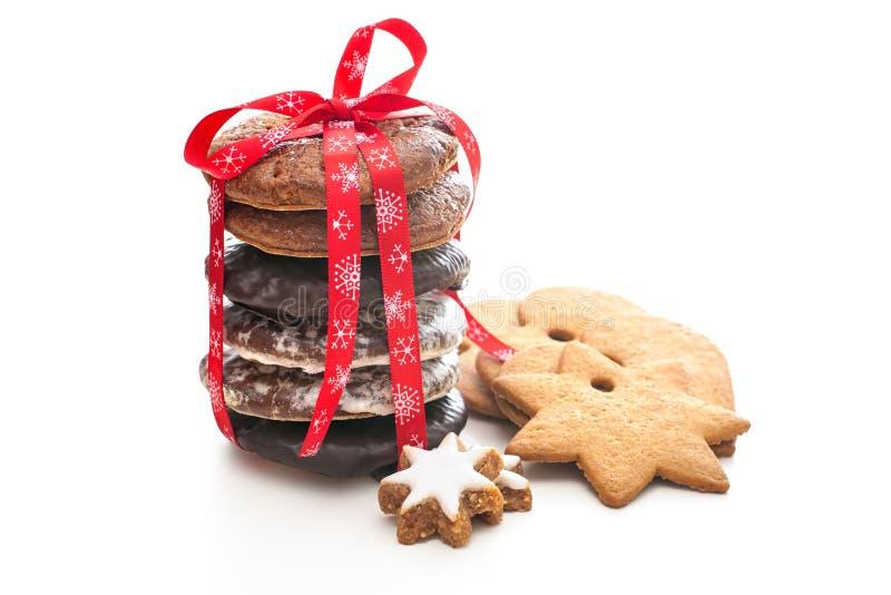 Biscuits de Noël cuits au four par maison photographie stock libre de droits