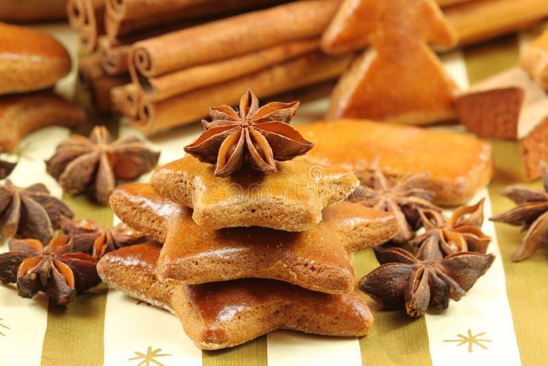 Biscuits de pain d'épice - arbre de Noël image stock