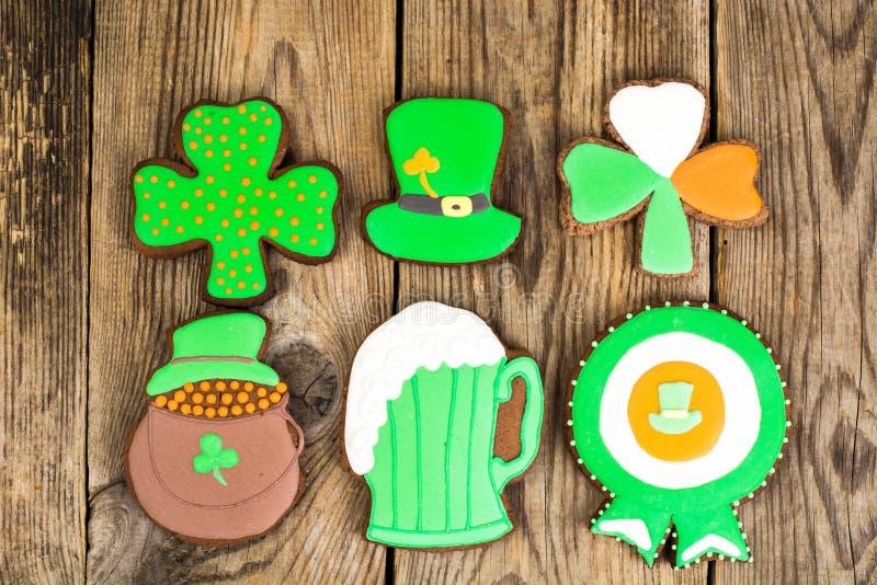 Biscuits de pain d'épice avec la photo pour le jour du ` s de St Patrick photo stock