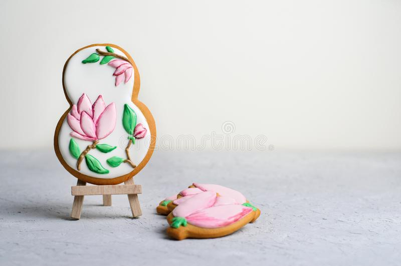 Biscuits de pain d'épice pour le 8 mars, le jour des femmes, biscuits faits main avec Sugar Icing photo stock