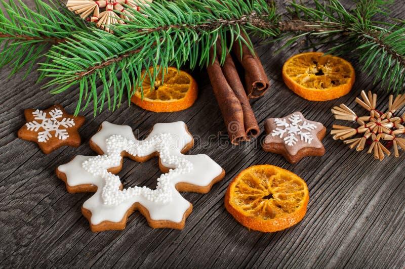 Biscuits de pain d'épice pour Noël photographie stock libre de droits