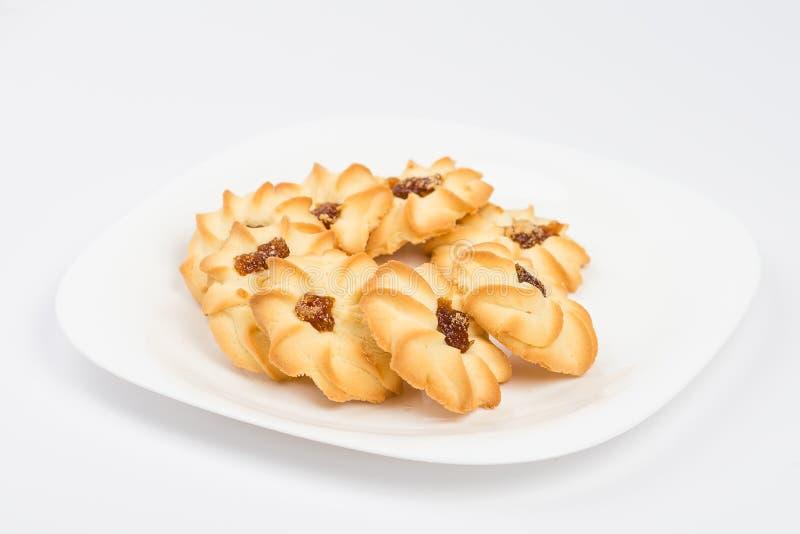 biscuits de plat sur le blanc image stock