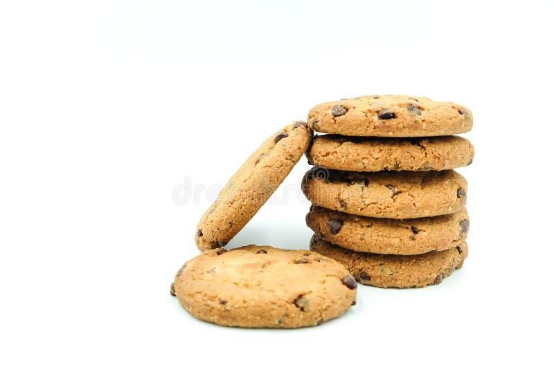 Biscuits de puces de chocolat sur le fond blanc image libre de droits