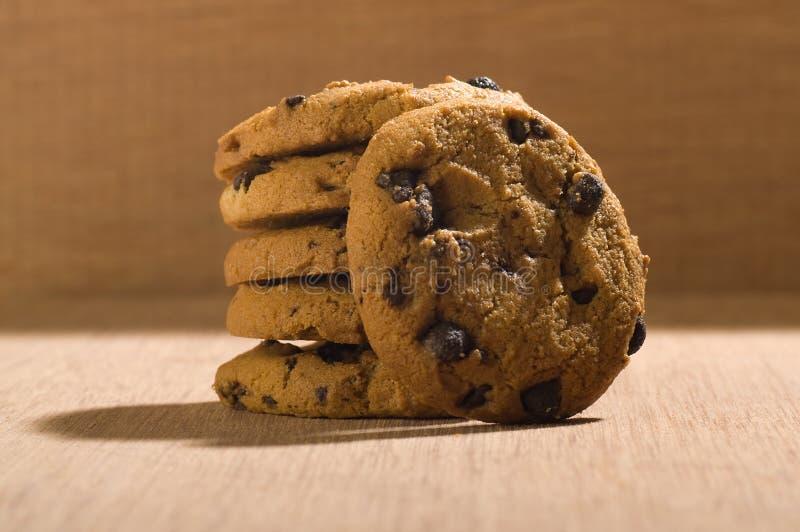 Biscuits de puces de chocolat images stock
