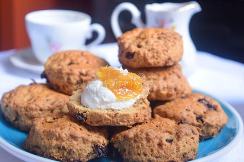 Biscuits de thé anglais, scones anglaises photographie stock
