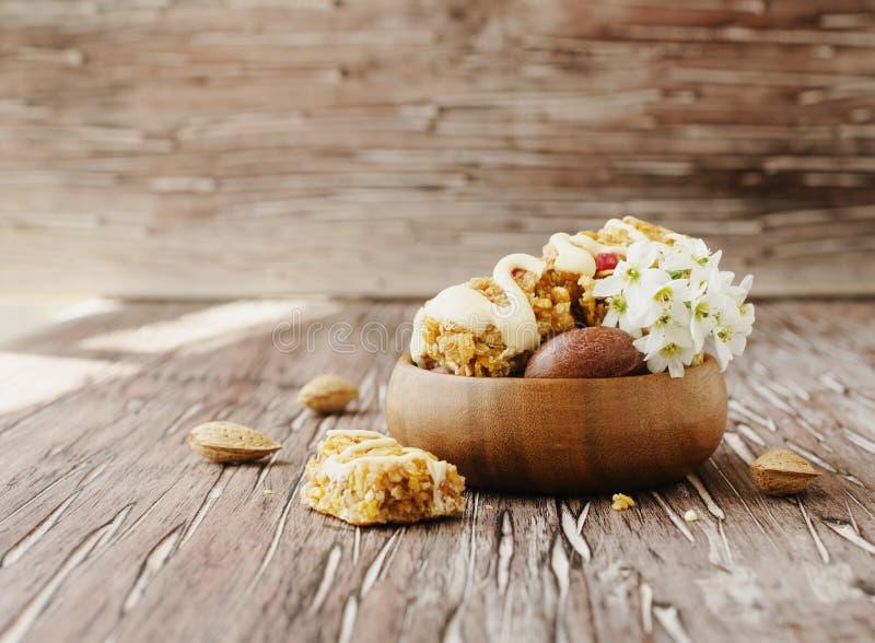 Biscuits des céréales avec le fruit et les écrous photographie stock