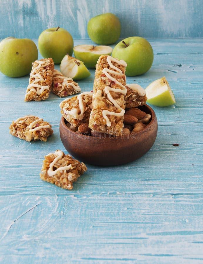 Biscuits des céréales avec le fruit et les baies photos libres de droits