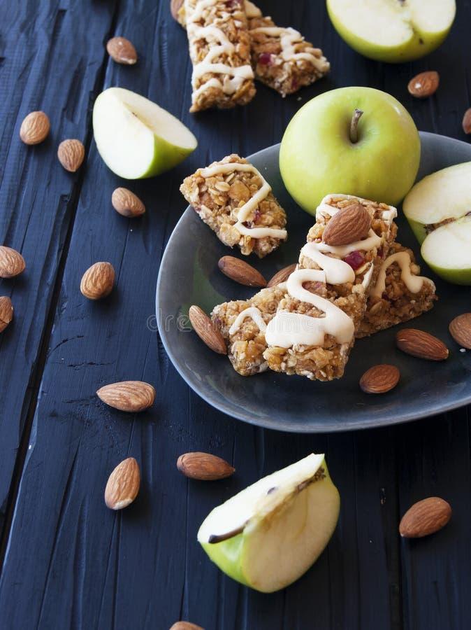 Biscuits des céréales avec le fruit et les baies images libres de droits