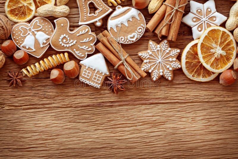 Biscuits et épices de pain d'épice image libre de droits