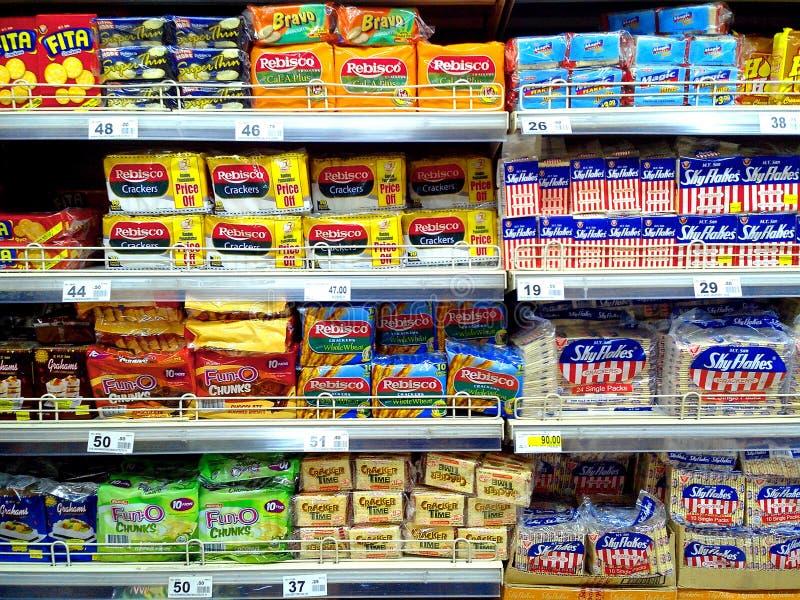 Biscuits et biscuits vendus dans une épicerie images libres de droits