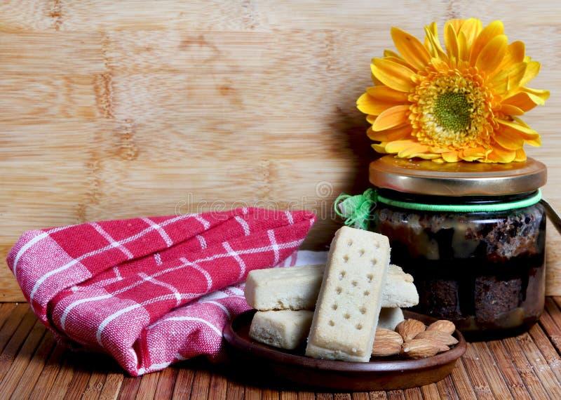 Biscuits et confiture d'amande photo libre de droits