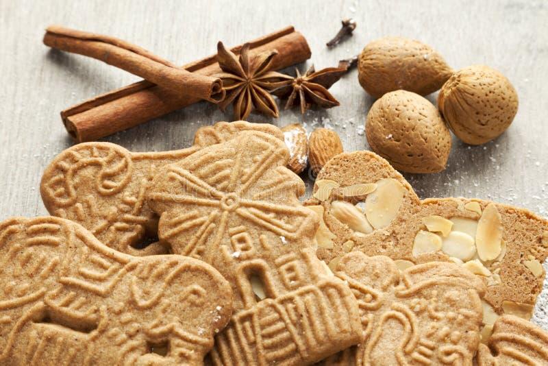 Biscuits et ingrédients de Speculaas photos stock