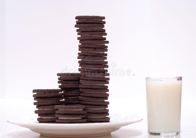 Biscuits et lait de chocolat photos libres de droits