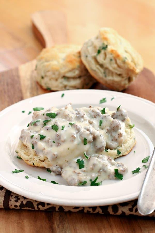 Biscuits et sauce au jus de saucisse photo stock