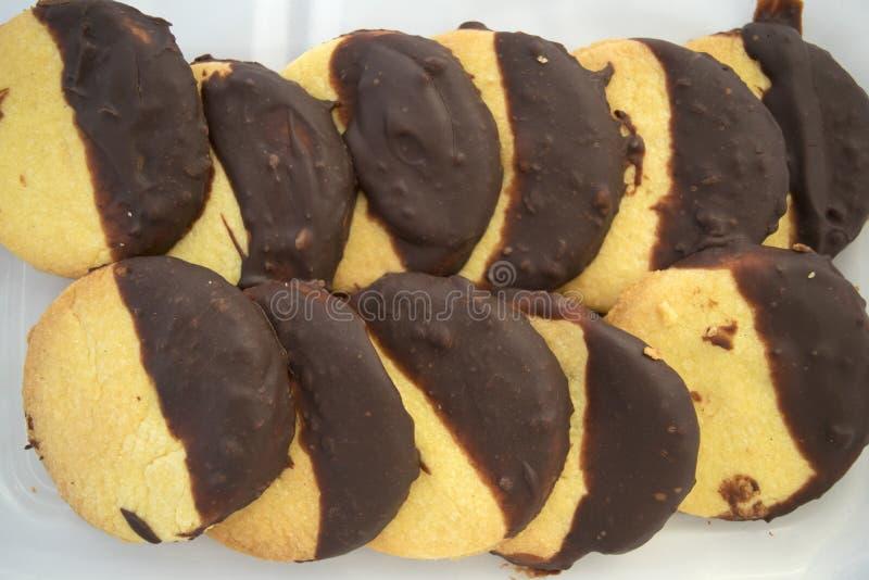 Biscuits faits maison au goût de vanille et de chocolat photo libre de droits
