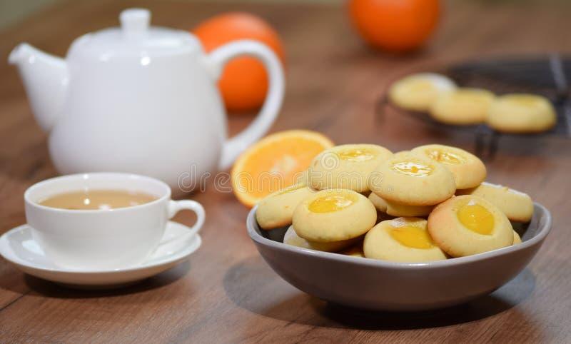 Biscuits faits maison avec la confiture d'oranges photo libre de droits
