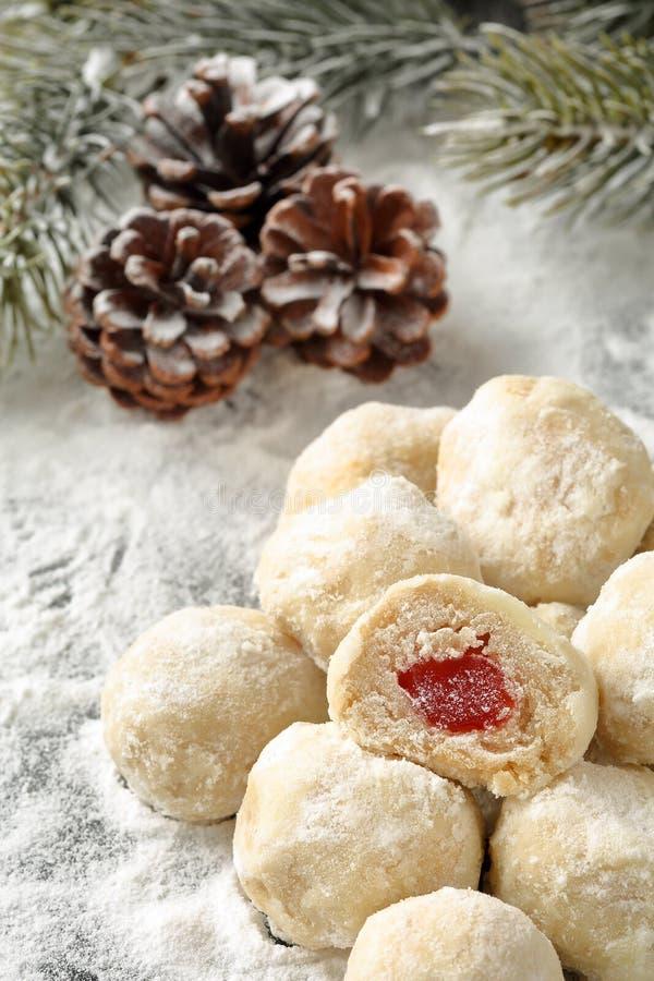 Biscuits faits maison bulgares traditionnels avec le remplissage de plaisir turc, appelé image libre de droits