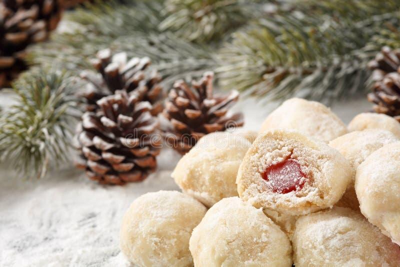 Biscuits faits maison bulgares traditionnels avec le remplissage de plaisir turc, appelé photographie stock libre de droits