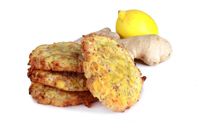 Biscuits faits maison de biscuits, avec la racine de citron et de gingembre d'isolement images libres de droits