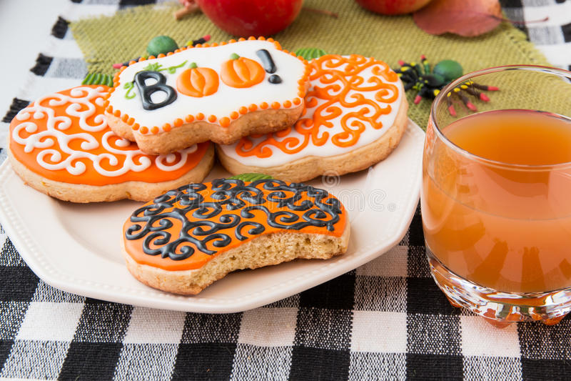 Biscuits faits maison de Halloween photos stock
