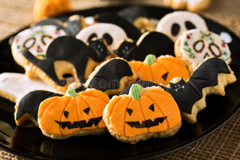Biscuits faits maison de pain d'épice de Halloween images stock