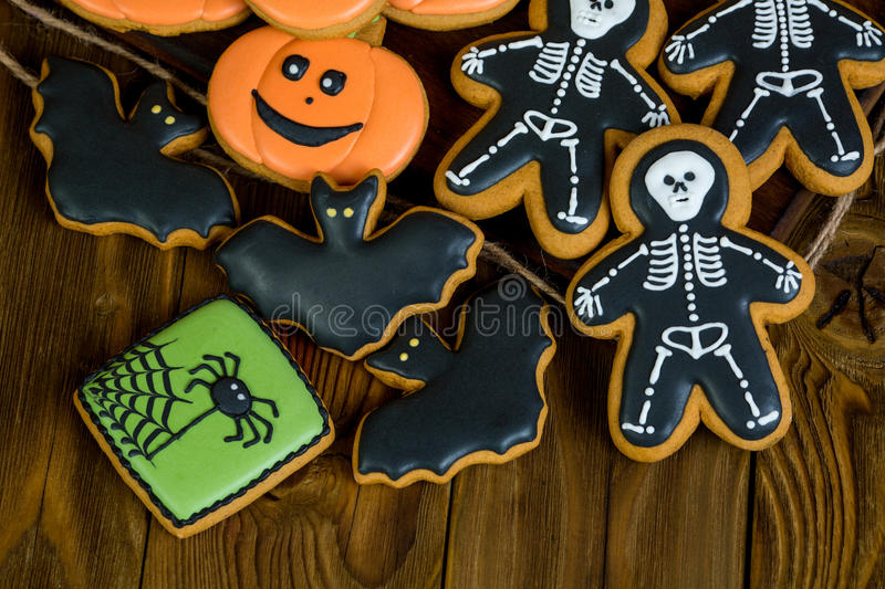 Biscuits faits maison de pain d'épice de Halloween photographie stock libre de droits