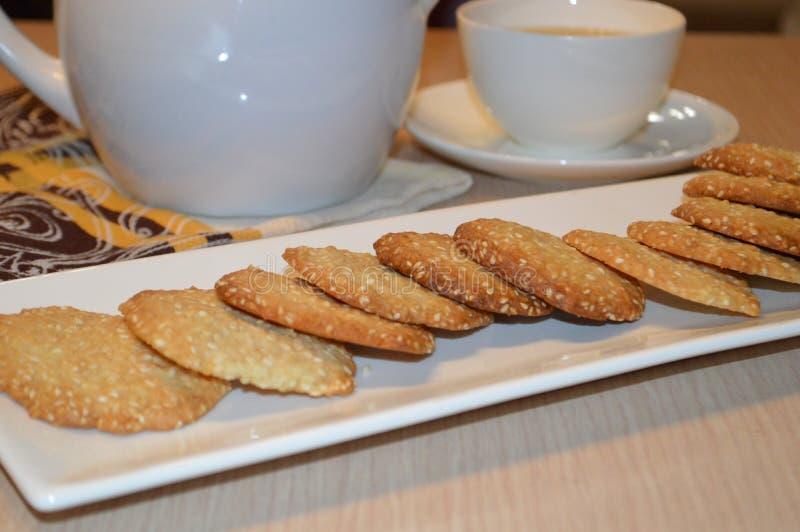 Biscuits faits maison de sesam photographie stock libre de droits