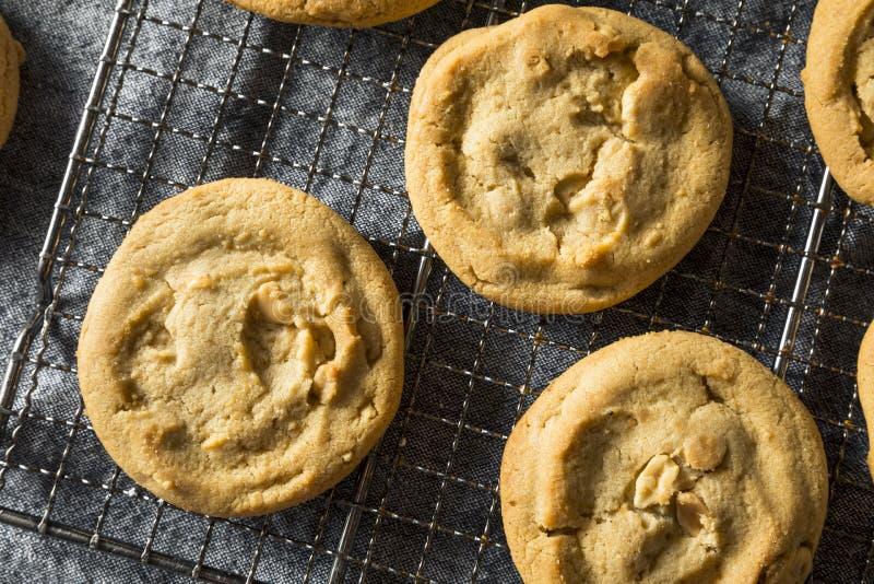 Biscuits faits maison doux de beurre d'arachide image stock