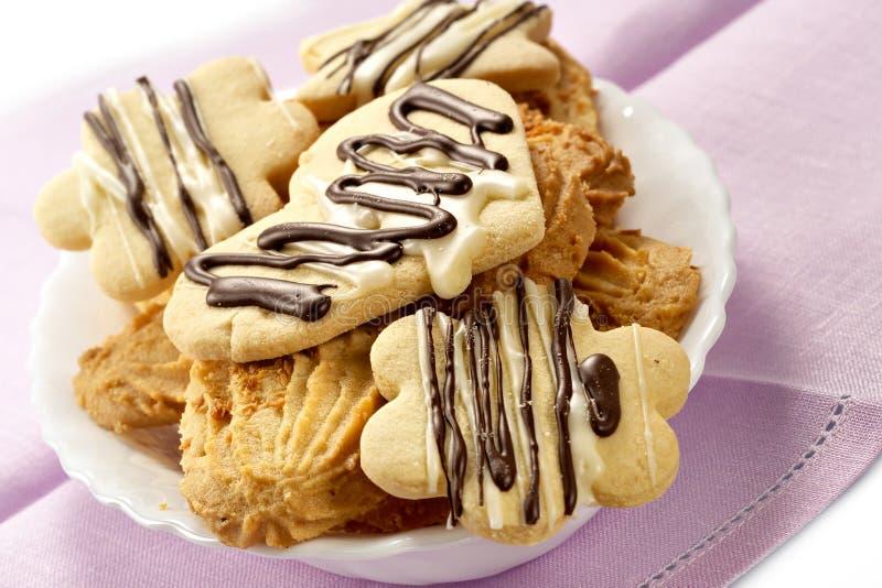 Biscuits glacés par le chocolat images stock