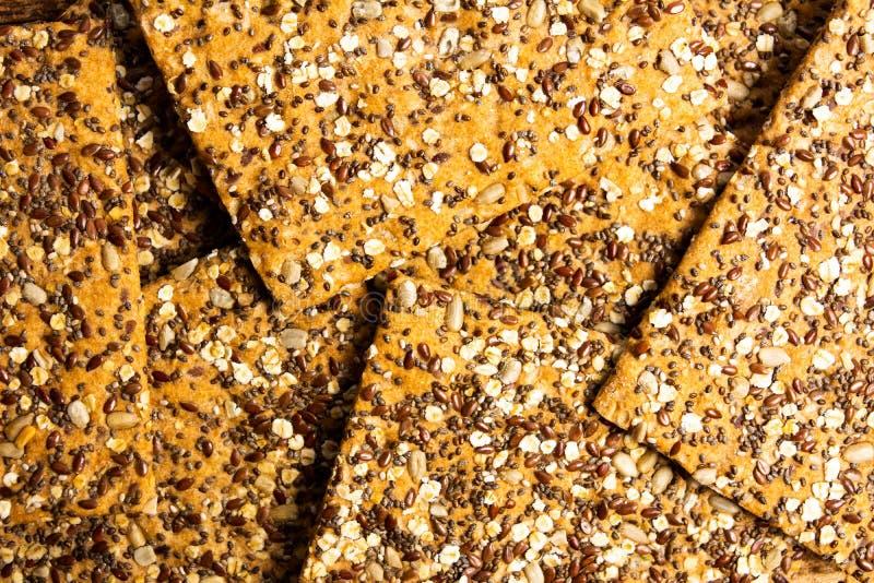 Biscuits intégraux avec des graines et des céréales de chia images libres de droits