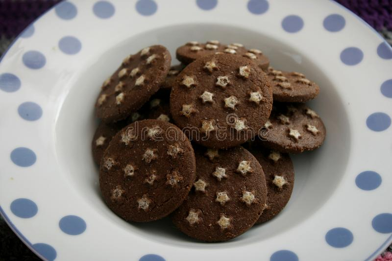 Biscuits italiens avec le cacao images stock