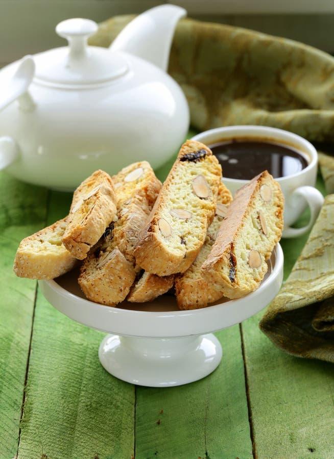 Biscuits italiens traditionnels de biscotti (cantucci) photographie stock libre de droits
