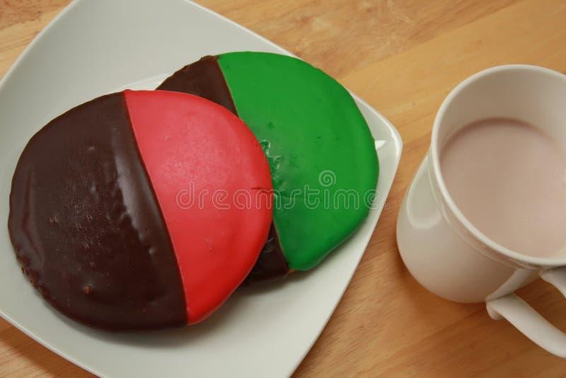 Biscuits noirs et blancs images libres de droits