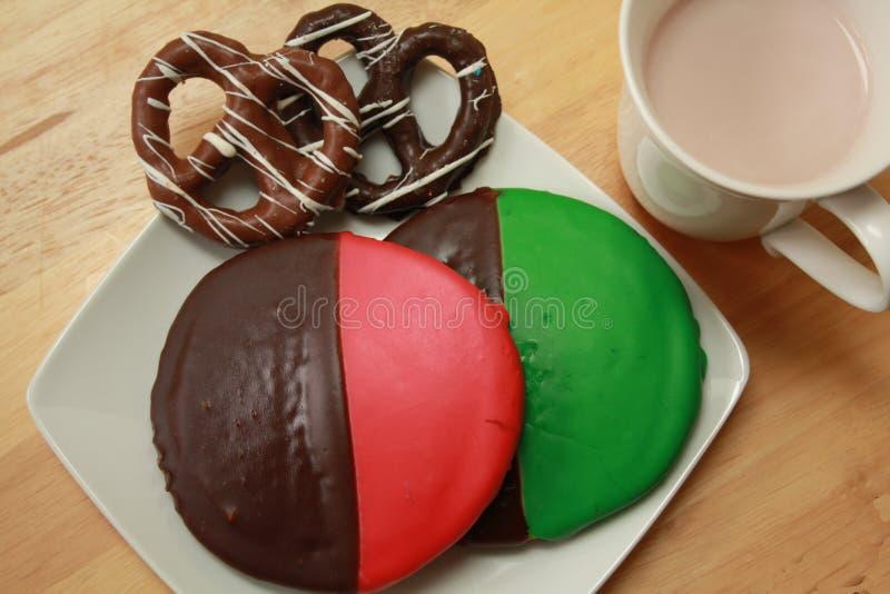Biscuits noirs et blancs image libre de droits