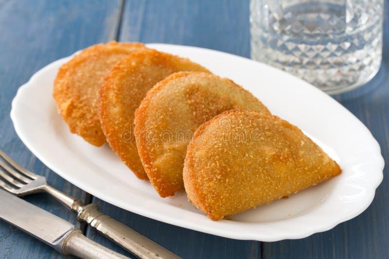 Biscuits portugais de viande, rissois photos stock