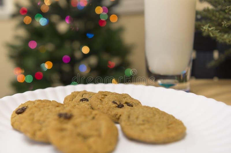 Biscuits pour le père noël images stock