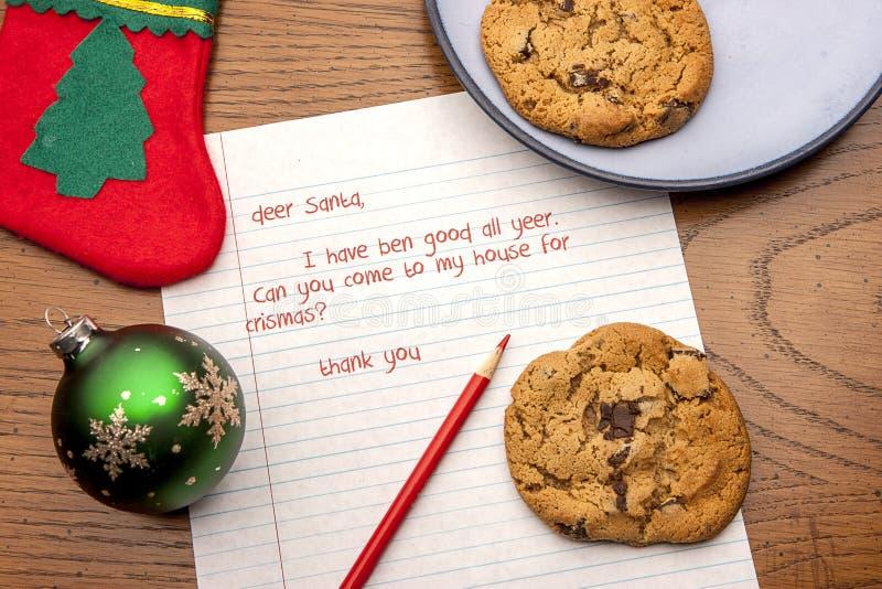 Biscuits pour Santa avec une lettre photo stock