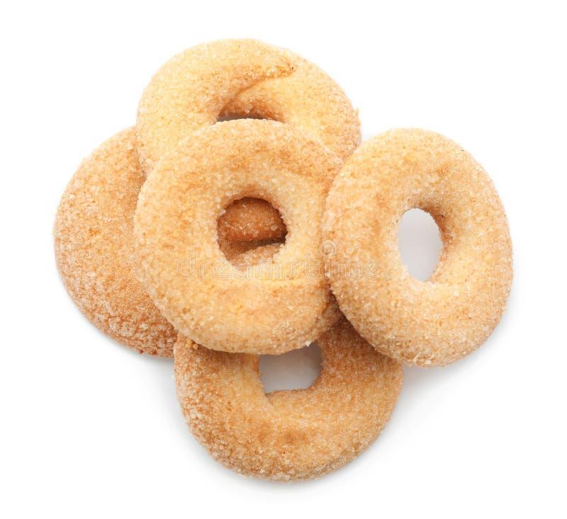 Biscuits savoureux doux sur le fond blanc photos stock