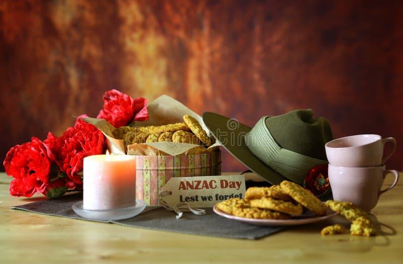 Biscuits traditionnels d'ANZAC avec le chapeau de Slouch australien d'armée avec l'espace de copie image libre de droits