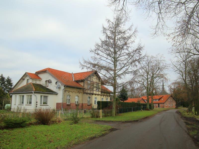 Bisdorfer Strasse in Griebenow, Deutschland Die historischen Gebäude sind ein Teil des ehemaligen Palastbodens der Stadt stockbilder