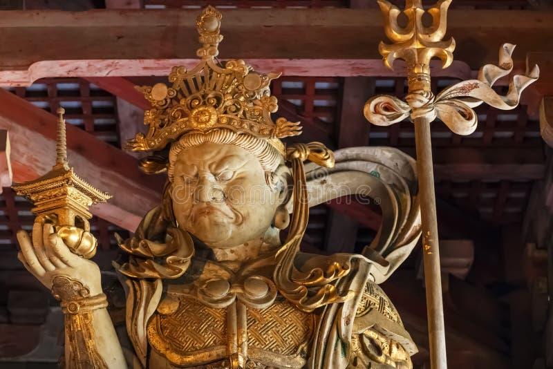 Bishamonten - en av de japanska sju gudarna av förmögenhet på den Todaiji templet i Nara fotografering för bildbyråer