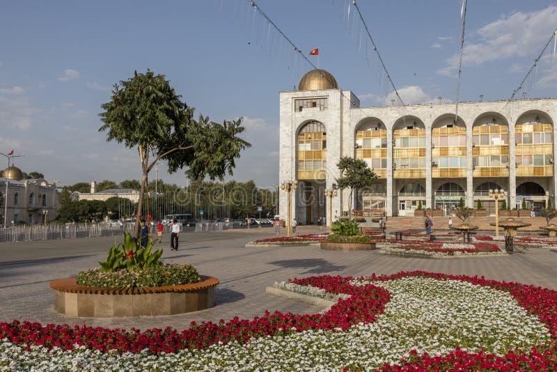 Bishkek, Kirguistán 9 de agosto de 2018: Cuadrado famoso del ala-Demasiado en la ciudad de Bishkek fotos de archivo