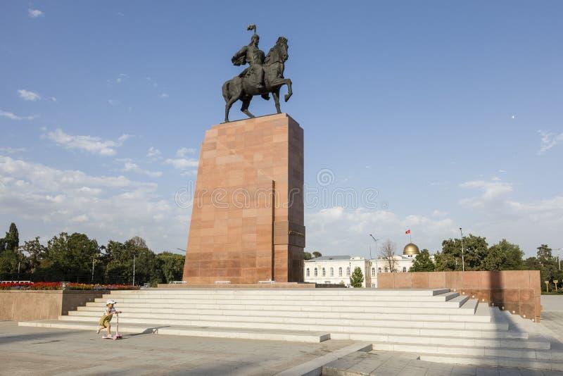 Bishkek, Kirguistán 9 de agosto de 2018: Monumento para Manas, héroe de Kirguistán imagen de archivo