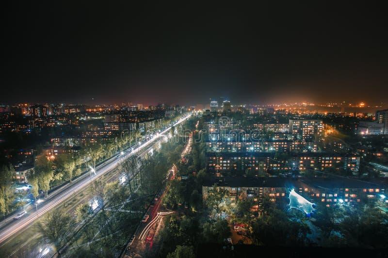Bishkek miasto przy noc deszczem obraz stock
