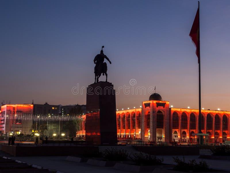 bishkek Place d'aile du nez-Trop avec le monument à Manas image stock