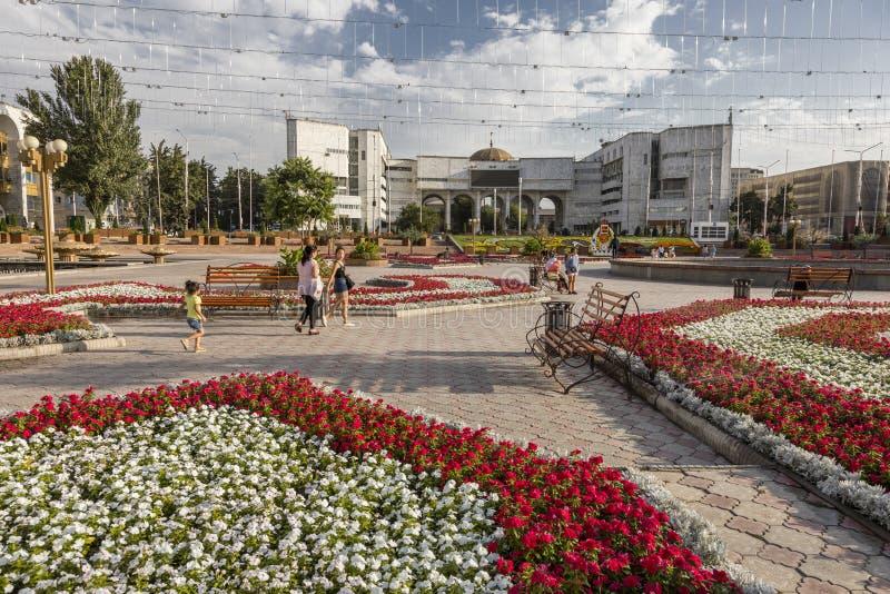 Bishkek, Quirguizistão 9 de agosto de 2018: Quadrado famoso de Alá-Demasiado na cidade de Bishkek imagem de stock