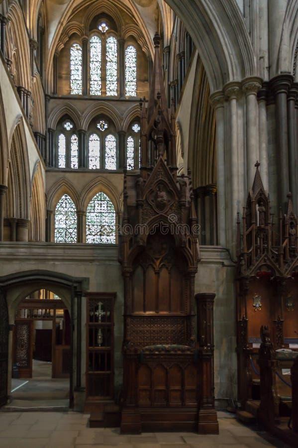 Biskop Chair Cathedra i den Salisbury domkyrkan fotografering för bildbyråer