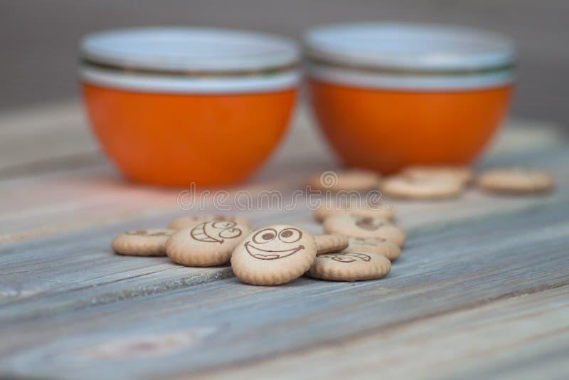 Download Biskuite mit Tee stockbild. Bild von tapete, teller, kochen - 90236511