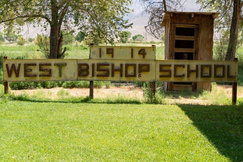 BISKUP KALIFORNIA, LIPIEC, - 8, 2018: Znak dla Zachodniego biskupa Scho zdjęcie stock