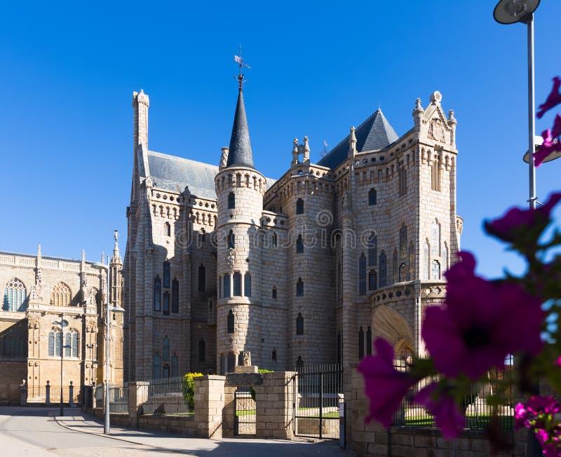 Bisschoppelijk Paleis van Astorga stock foto's
